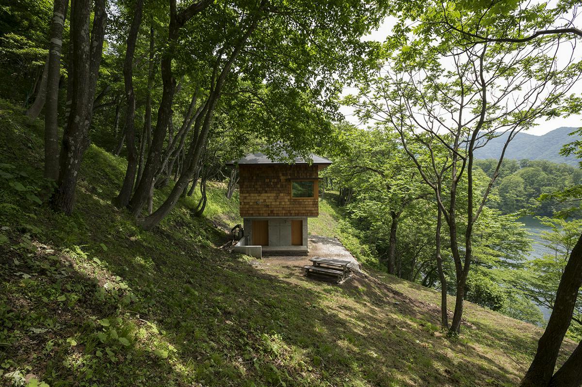 八島正年 + 八島夕子「野尻湖の小さな家 | Small house on Lake Nojiri」の画像1