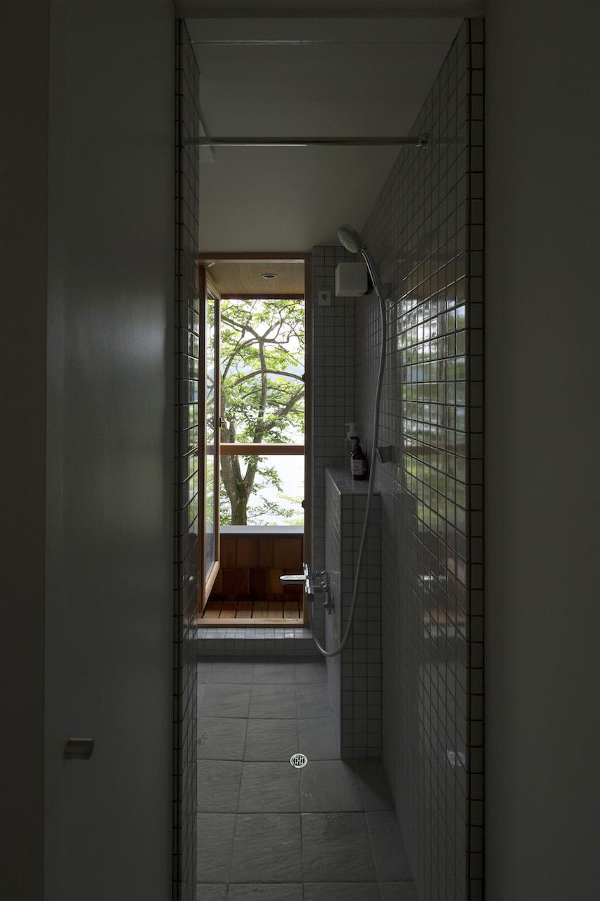 八島正年 + 八島夕子「野尻湖の小さな家 | Small house on Lake Nojiri」の画像3